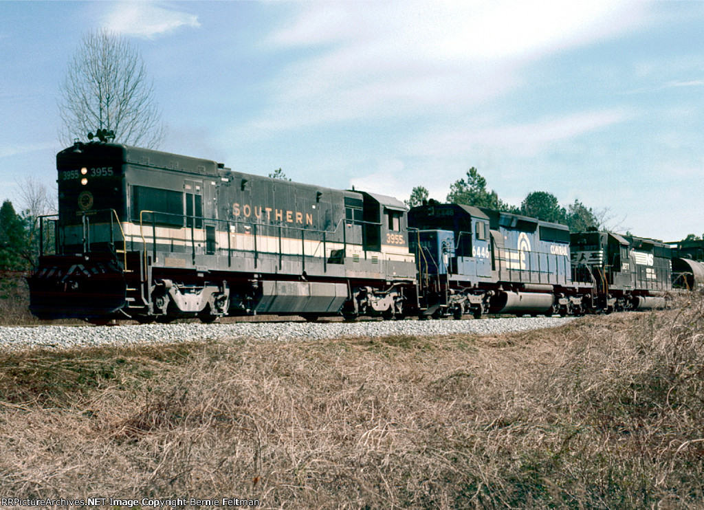 Southern Railway U23B #3955, Conrail SD40-2 #6446 and Norfolk Southern SD40-2 #3277 lead a westbound