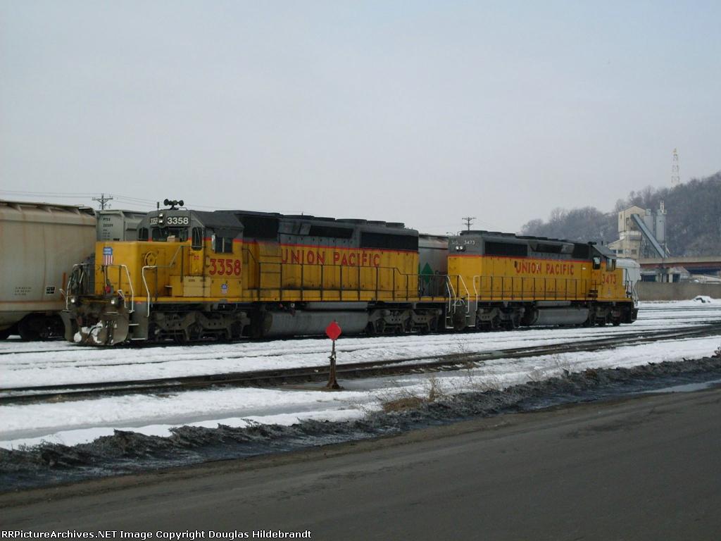 Pair of SD40-2s