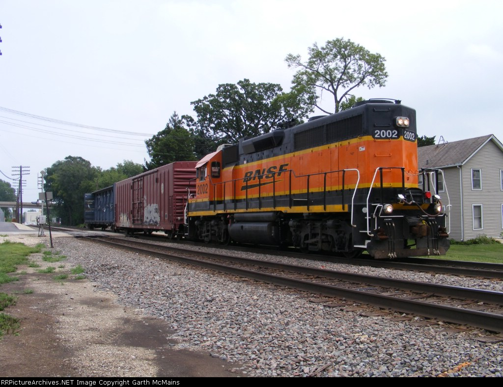 BNSF 2002 West local that went into Del Monte plant
