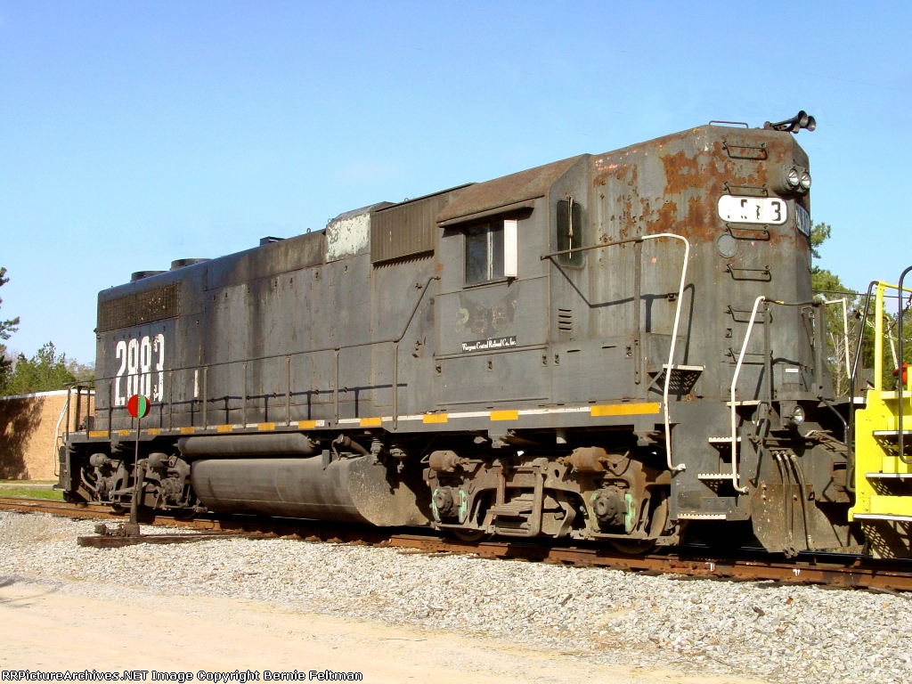 Chattahoochee Bay Railroad GP38 #2883, with clear evidence of oil blowing from the stack, switching DUPX Rail Whales