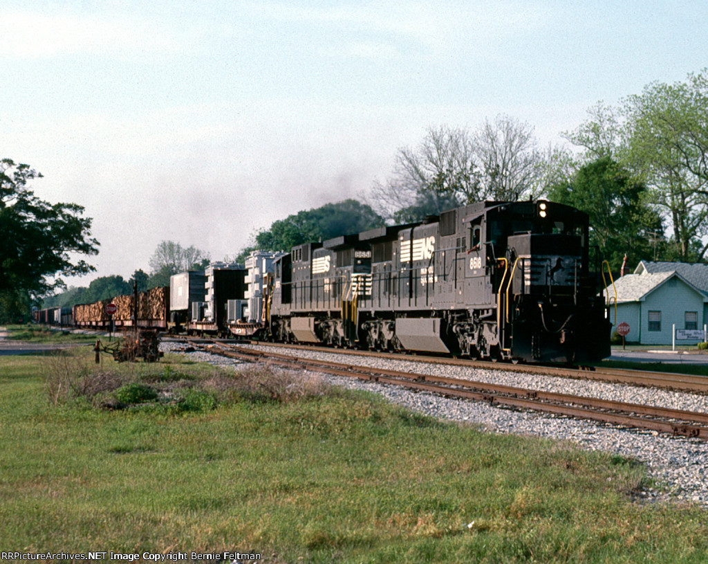 Norfolk Southern C39-8's 8618 and 8651 lead southbound train #143, with an interesting mix of high/wides, intermodal and pulpwood on the head-end,