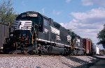 Norfolk Southern GP38-2 #5507 and GP50 #7041