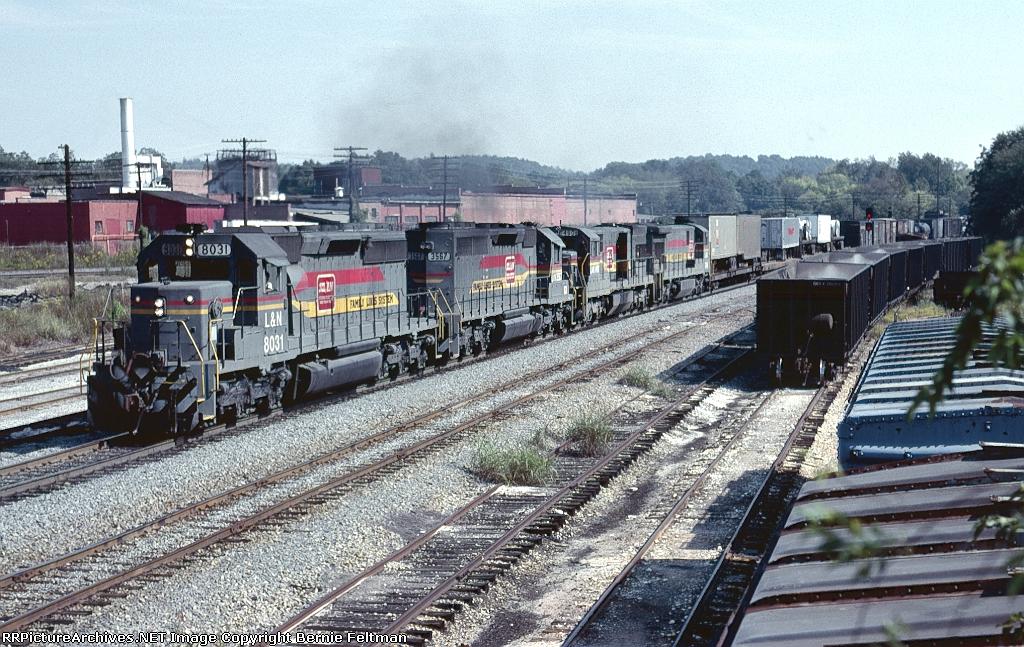 Louisville & Nashville SD40-2's 8031 & 3576, U30C #1490 and C30-7 #7046 lead Chattanooga bound train #686