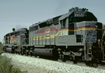 Louisville & Nashville SD40-2 #8078, leading a northbound hopper train past an advance approach signal at the south end of the siding