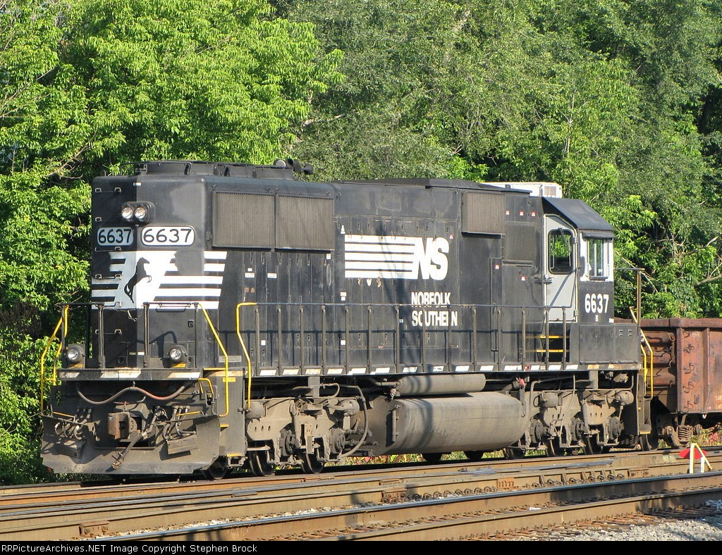 NS 6637 on the 932 MOW train