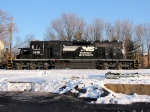NS 1651 (SD40-2) idles to keep warm and R-T-G this Christmas Eve