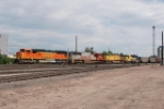 BNSF 8272, BNSF 8221, UP 7151 & BNSF 1923 Head South Out Of The Denver Yard