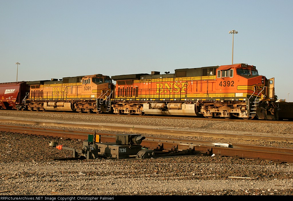 BNSF 4392 and BNSF 5391