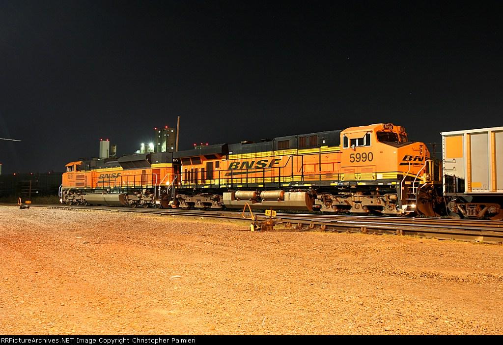 BNSF 9251 and BNSF 5990
