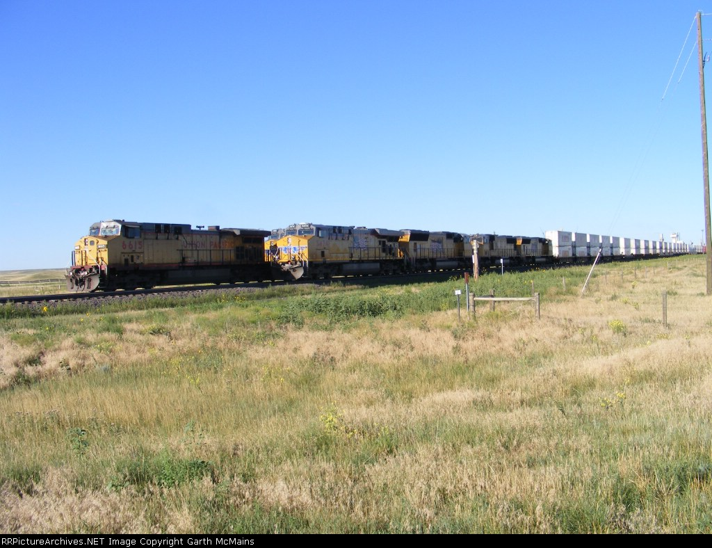 UP 6615 East passes stopped UP 5474 East