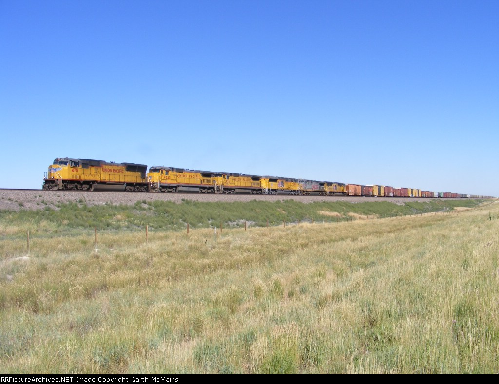 UP 4719 East(geographic south)