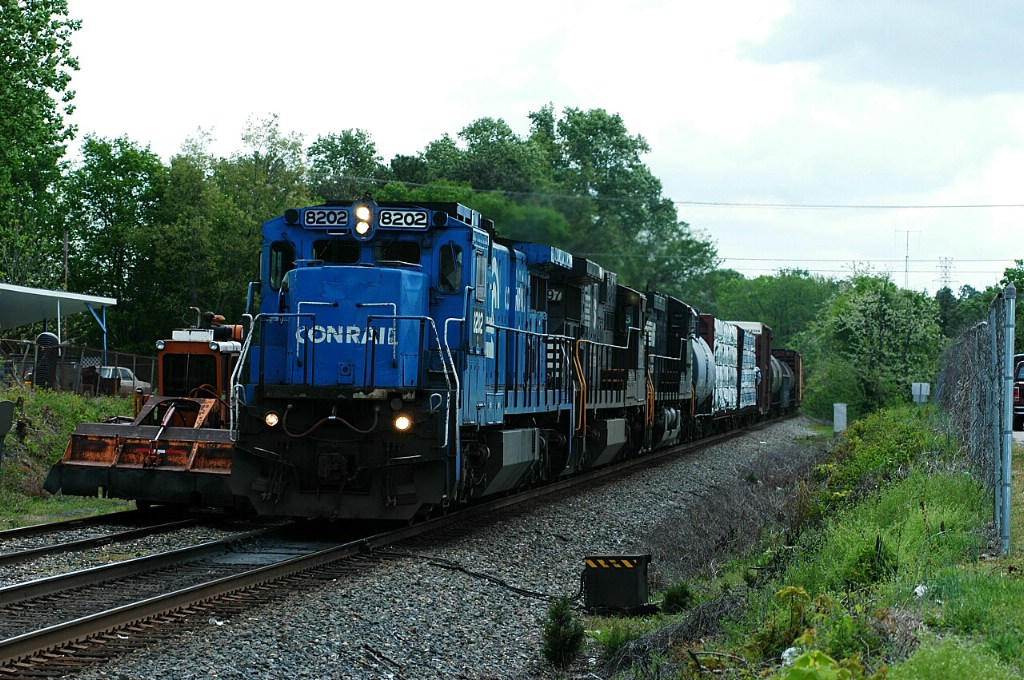 old conrail c39-8 still running down south