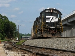NS 7108 backing into the yard