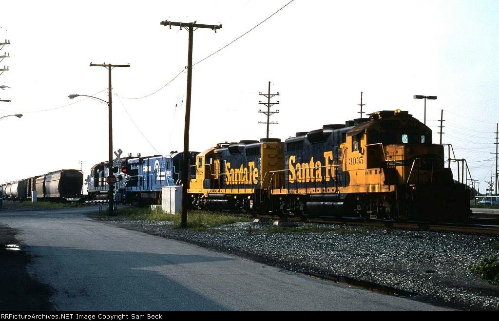 ATSF 3035, 3028, and CR 1983