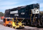 Norfolk Southern GP38 #2783 sits beside Southern Railway motor cars #2739 & 3610