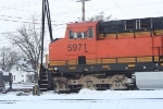 BNSF 5971 getting rerailed