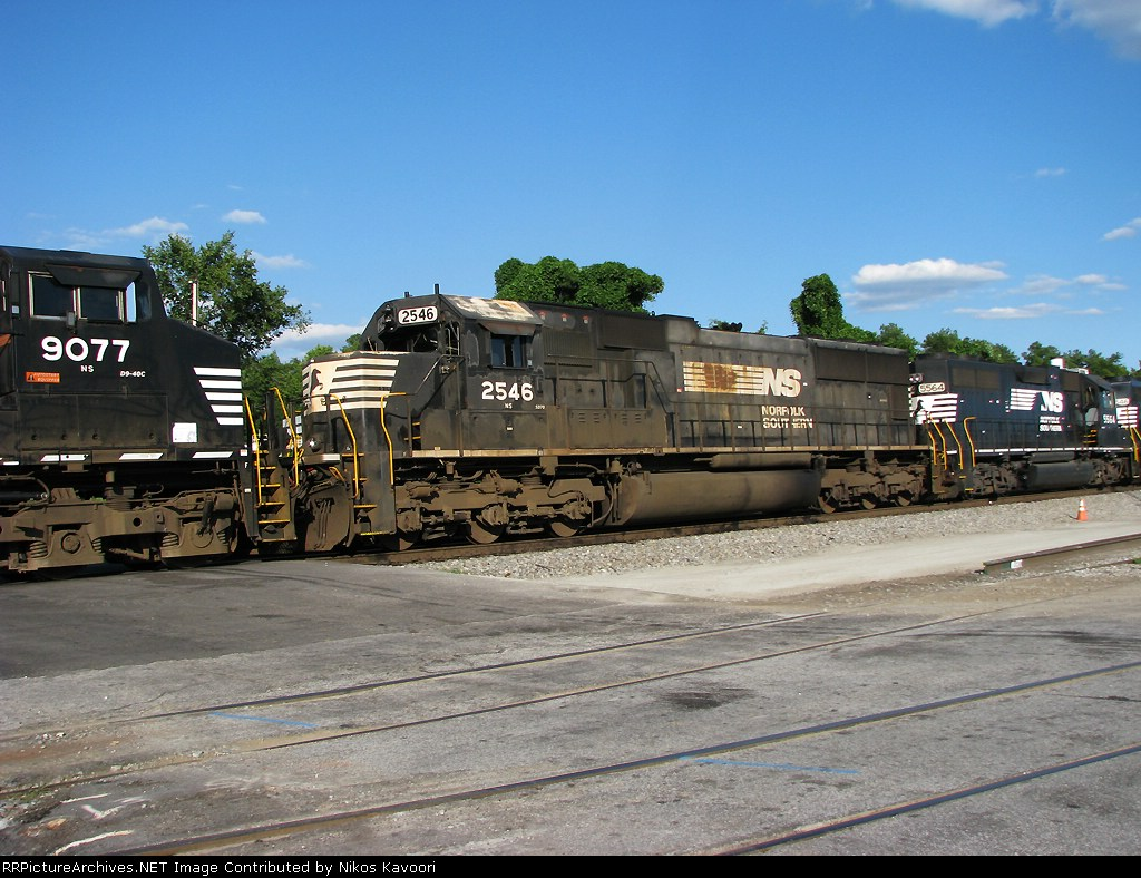 Another faded and rusted SD70