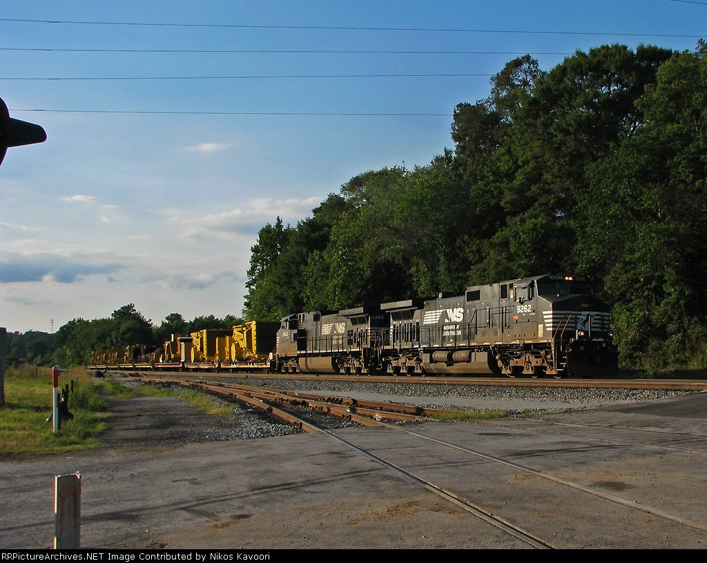 NS 055 Cat loads heads for Inman