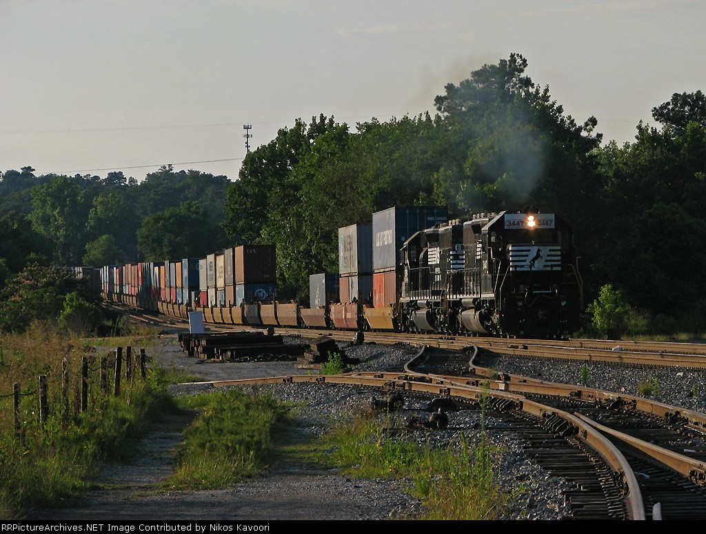 Dual SD40-2's notch up to get G5A back up to speed coming up from the Chatahoochee river