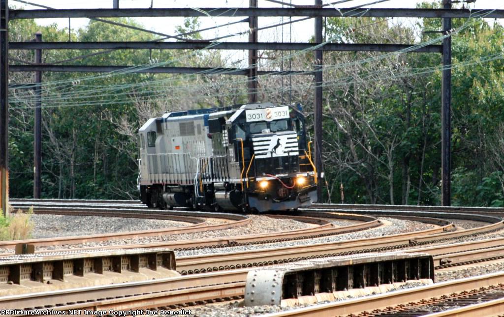 NS 3031 & Amtrak 525