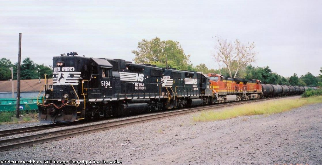 NS 5194 & 5186 GP38-2's to the rescue