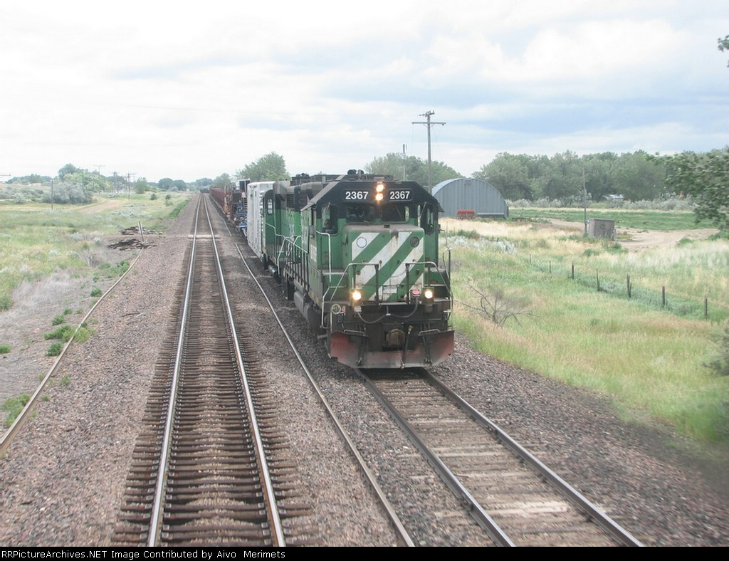 BNSF 2367 with a CWR train.