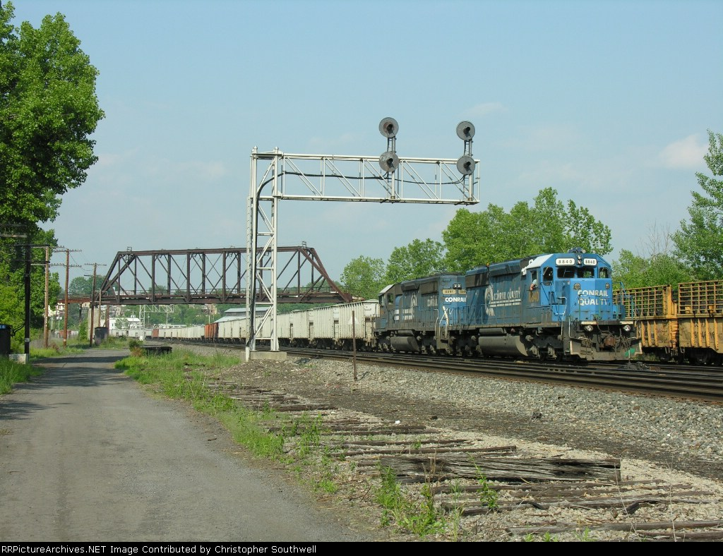 CSX W078 passes the signal at CP114 while in the yard