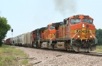 BNSF 5294 races south about to run out of work time for its crew