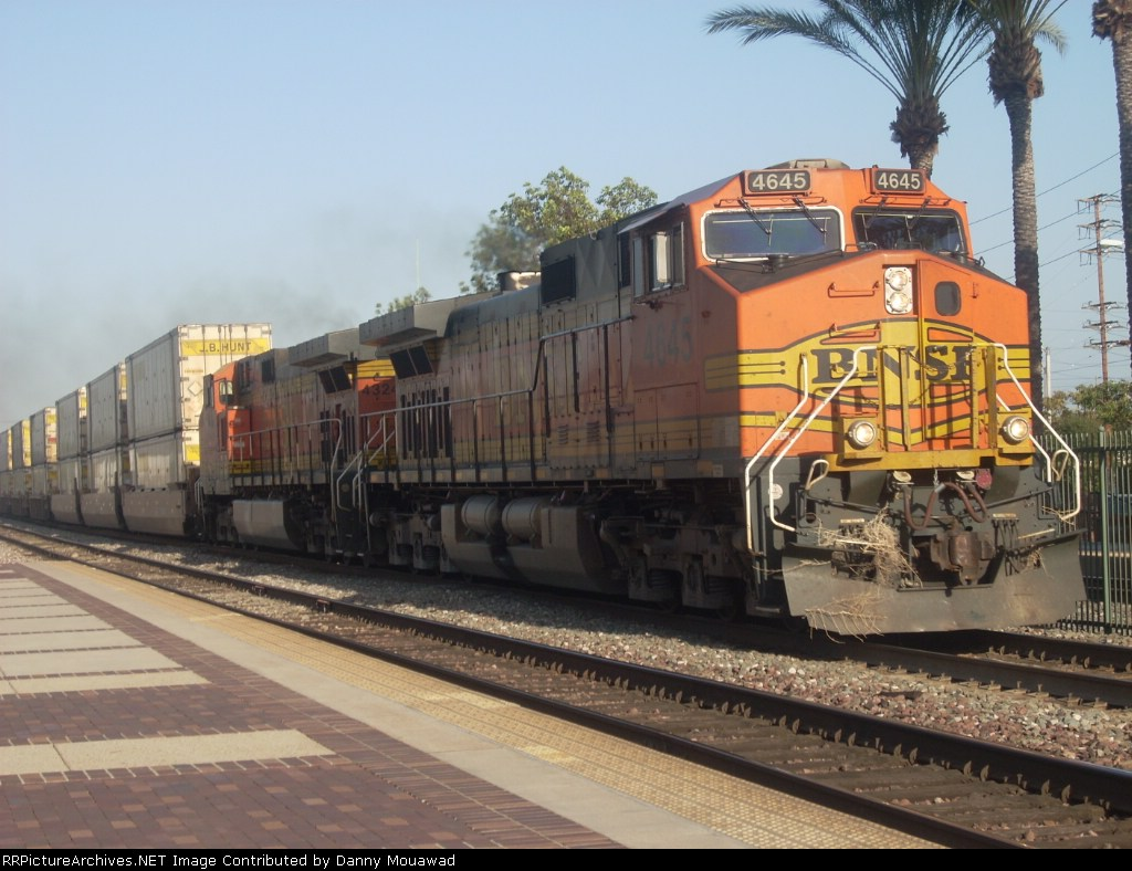 BNSF 4645 West With Some Dead Grass on the Front
