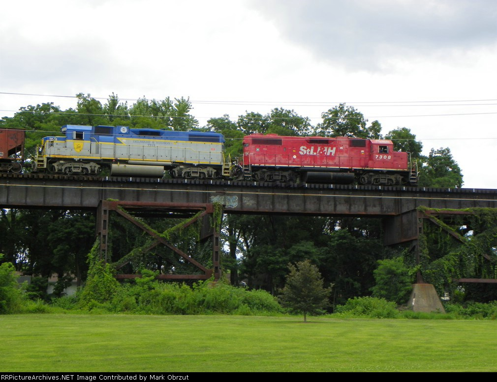 Canadian Pacific 7308 and 7312