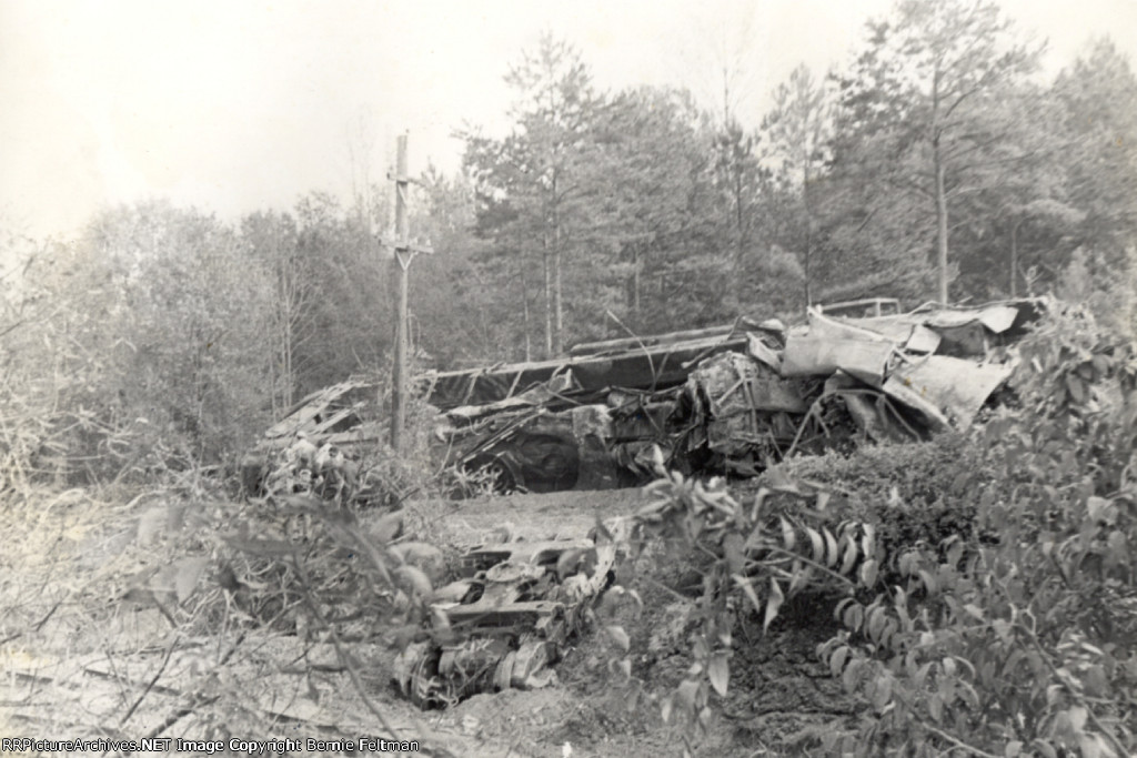Southern Railway SD40 #3193, one of six locomotives derailed when eastbound #174 collided with #219, inside city limits