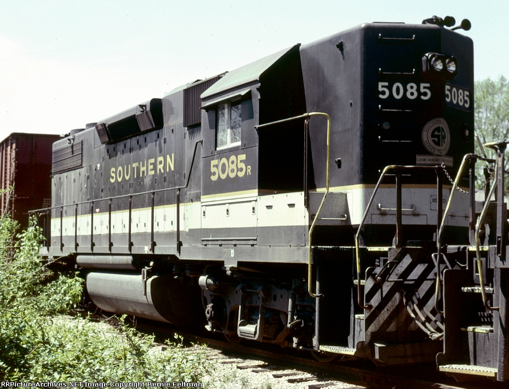 Southern Railway GP38-2 #5085, in the consist of #44's train,