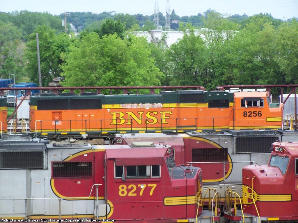 BNSF 8256