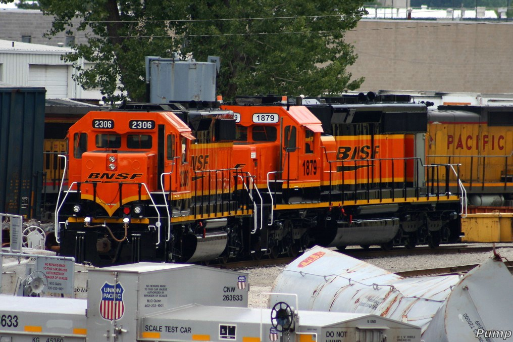 Repainted BNSF Locomotives in MAC