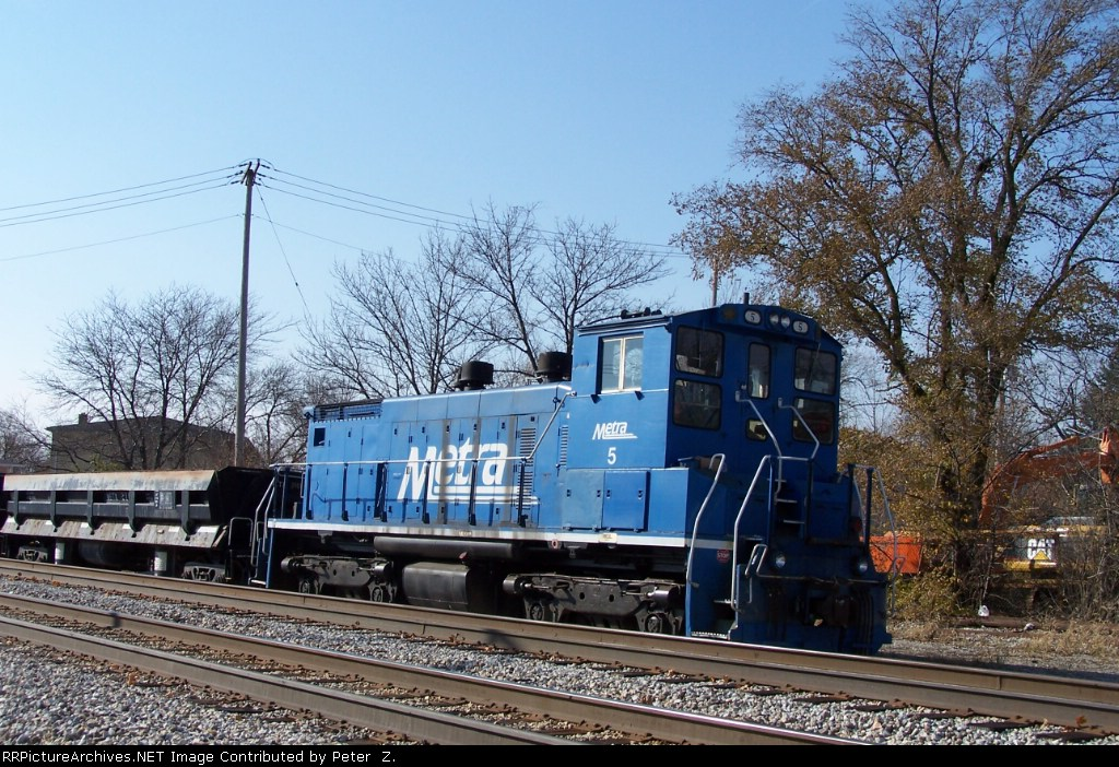 Metra Ballas train