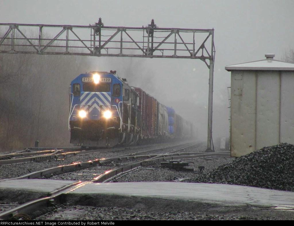 CEFX 3122 rolls thru Chili Jct on a gloomy March morning