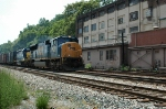 CSX 4778 passes by old warehouse on Garnet Street