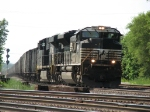 NS 2673 & 7717 roll east with empty hopper train 861