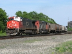 CN 2633 & 5500 head west with M395
