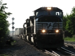NS 2585 leads an evening eastbound into CP437