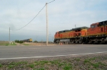 BNSF 4010 passing one on the siding