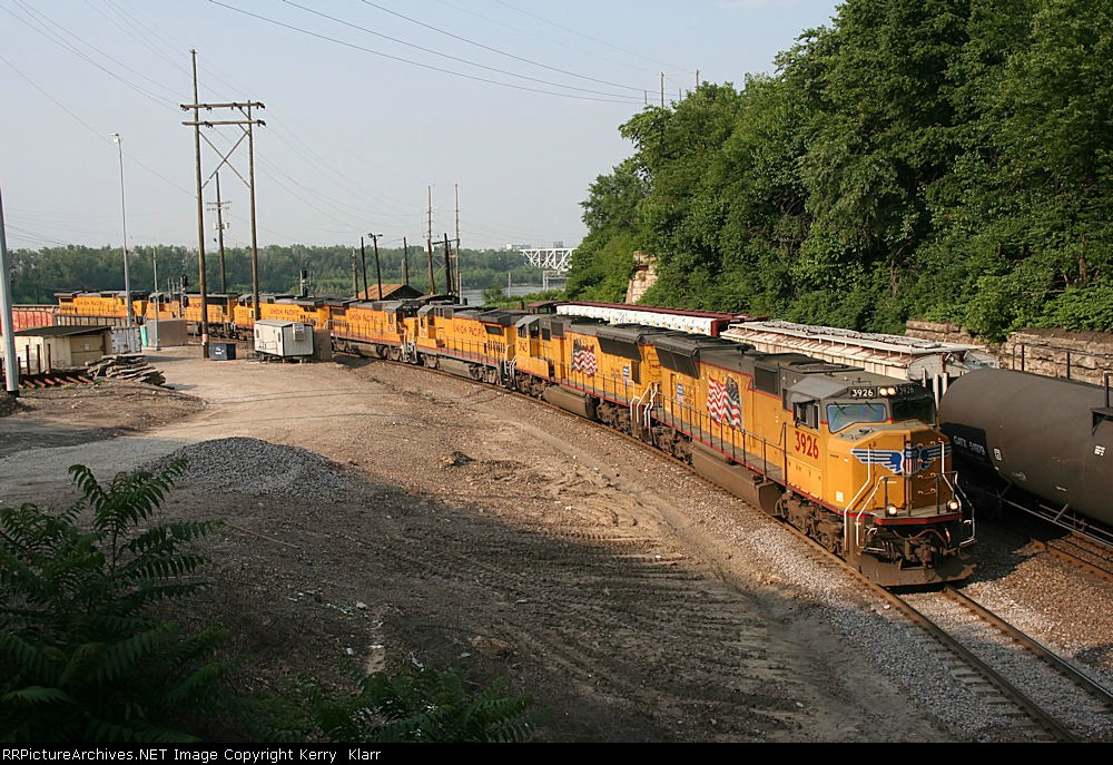 UP 3926 leads 6 other units