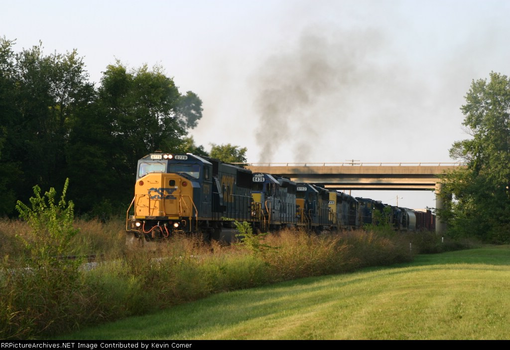 CSX 8779, 8436, 8112, 8146, 1136, 8004, 5850, and 5903 are on Q275 southbound 9/9/09