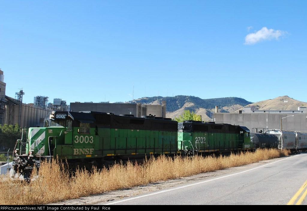 BNSF 3003 & BNSF 2702 Working The Golden Yard