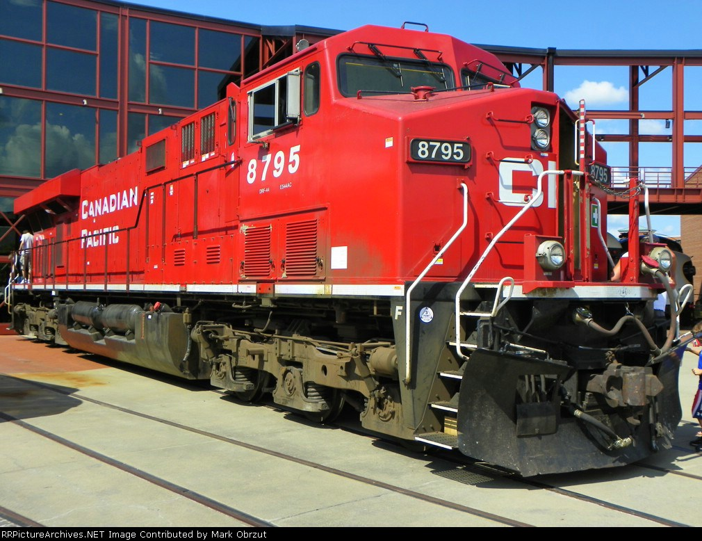 Canadian Pacific 8795 at Railfest 09