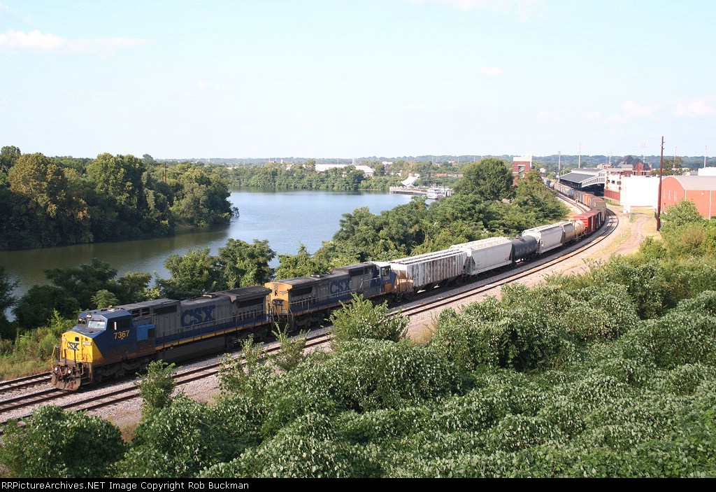 CSX SB wraps itself around the Alabama River in downtown Montgomery