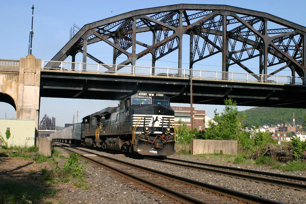 NS 9673 leads NS 261 under Hill to Hill Bridge