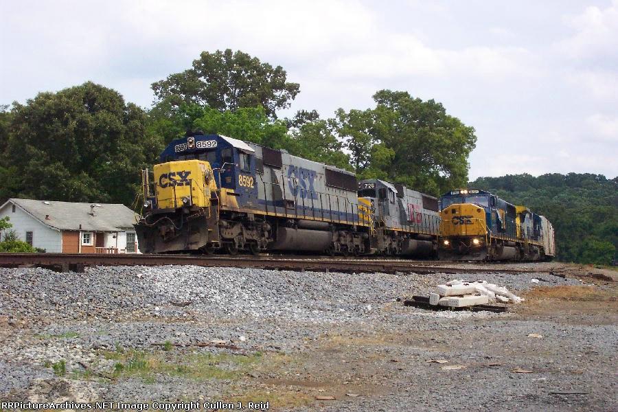 Train Q142 runs around Q675