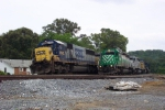 Train Q540 runs around Q675