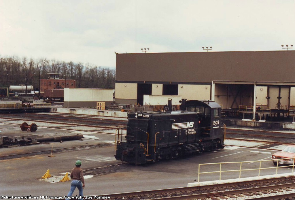 NS switcher parked near the shops